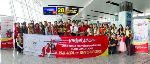 Flashmob Vietjet khuấy động sân bay Changi, tưng bừng khai trương đường bay Hà Nội – Singapore